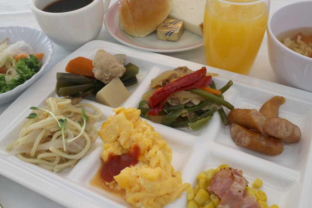 おふくろの味で大好評の朝食バイキングは6:00オープン