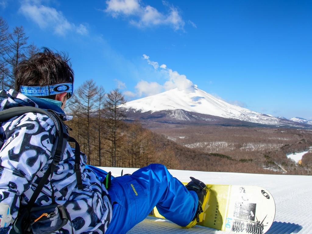 雄大な浅間山を望む軽井沢スノーパーク