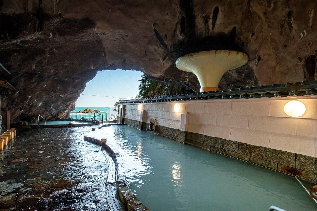 洞窟温泉「忘帰洞」