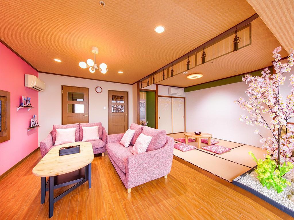 SAKURA(桜)ルームには室内にミニ庭園があり、一年を通してお花見気分を楽しめます。