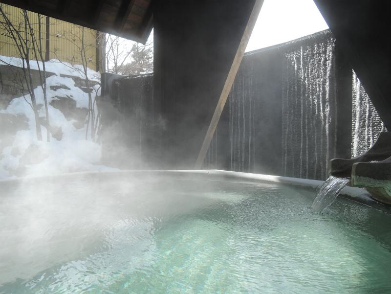 湯畑の源泉を引く温泉大浴場で、ゆっくりお寛ぎください。