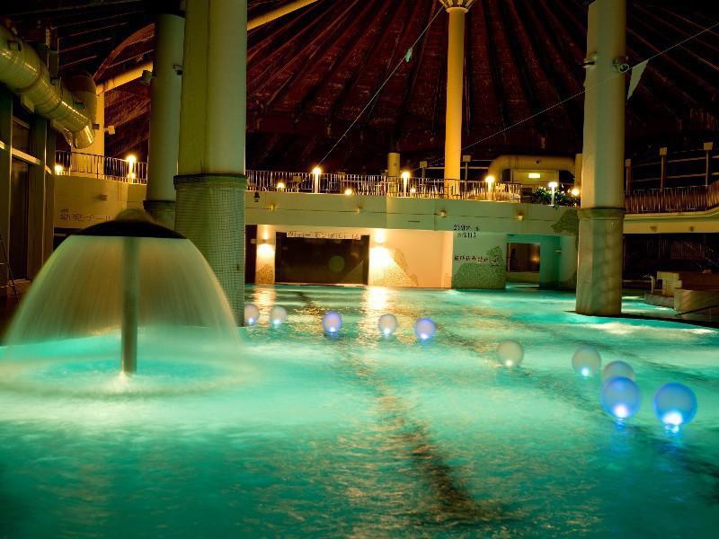 【冬季限定ナイトプール】11/25〜2018/1/3までの期間限定企画です。夜の幻想的な室内プールをお楽しみください。