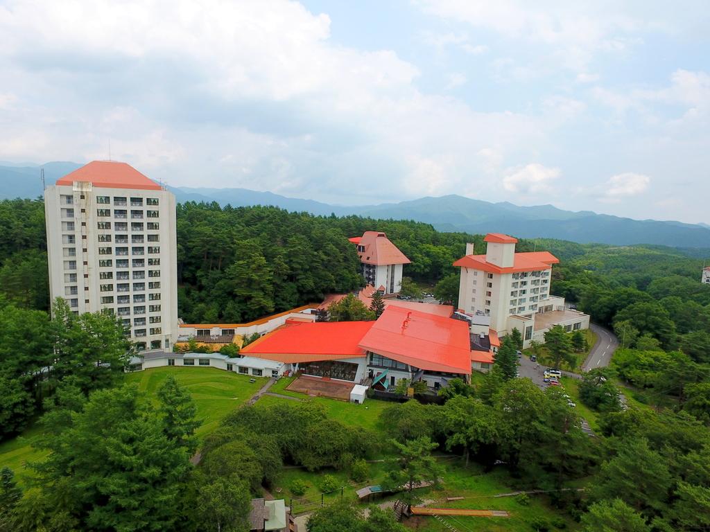 【草津温泉ホテルヴィレッジ外観】標高1200メートル森に囲まれたリゾートホテルです♪