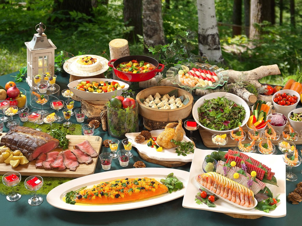 「森と生きる」和洋中50種類の食べ放題バイキング(イメージ)