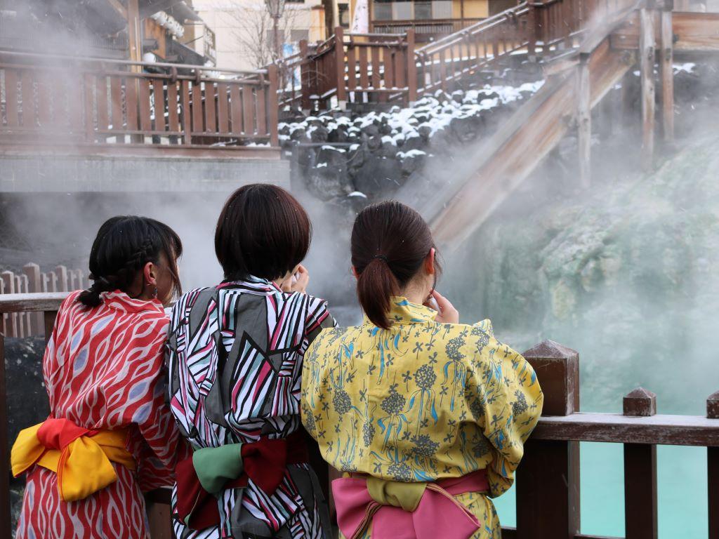 【色浴衣】お好きな浴衣を選んで温泉街散策へ♪