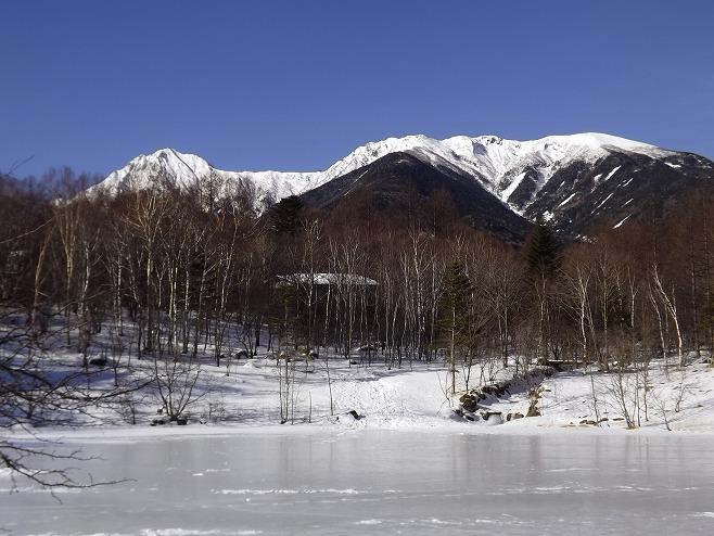 美鈴池から望む八ヶ岳