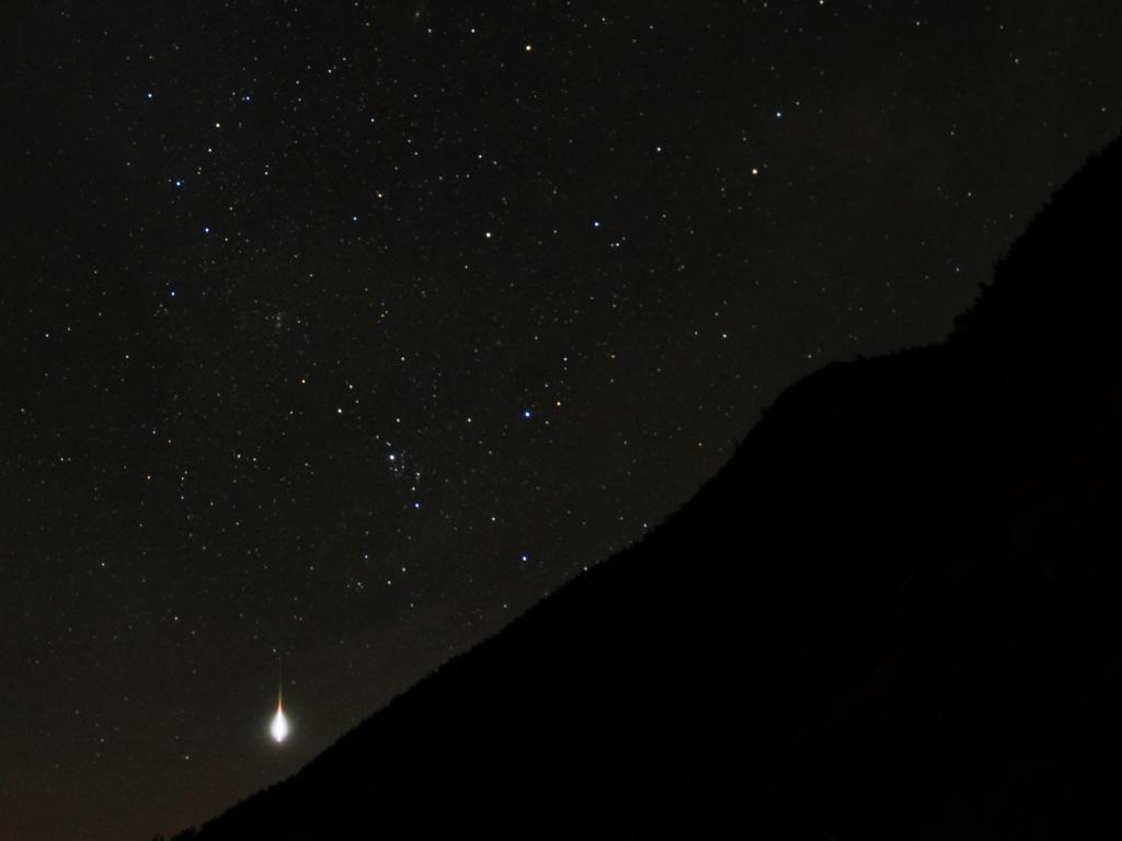 八ヶ岳と流星