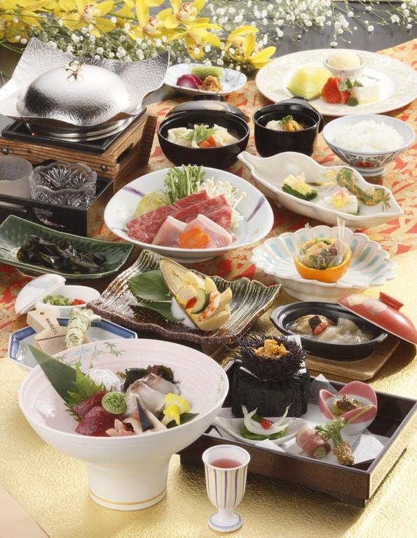 会席膳イメージ ※時季により料理内容と器が変わります。