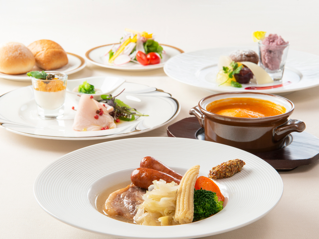 洋食お値打ちコース ※8月までの料理イメージ