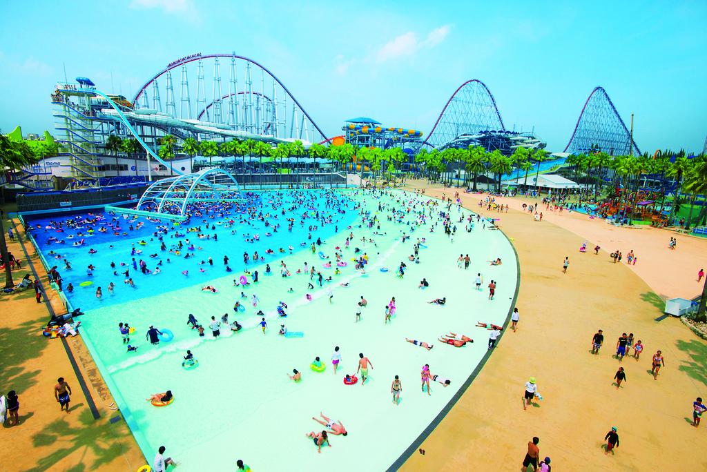 ■ジャンボ海水プール■<BR>75,000�uの広大な敷地に多彩なプールと<BR>スライダーが揃った国内最大級の海水プール