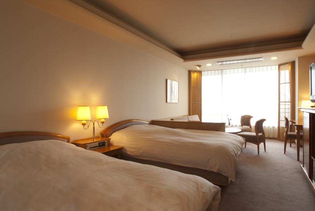 ■客室(一例)■<br>落ち着いた雰囲気の内装。トリプルまで可。