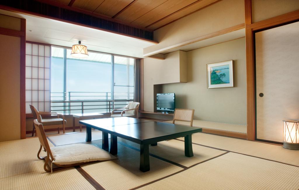 ■ホテル花水木本館 和室10畳■<BR>最上階海側の眺めの良いお部屋です。