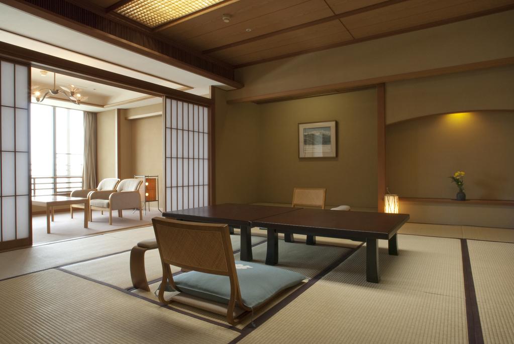 ■ホテル花水木本館角部屋 和室12.5畳+6畳■<BR>角部屋のお部屋です。