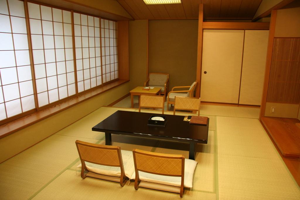 ■ホテル花水木別館 和室10畳(内庭向き)■<BR>内庭に面したお部屋となります