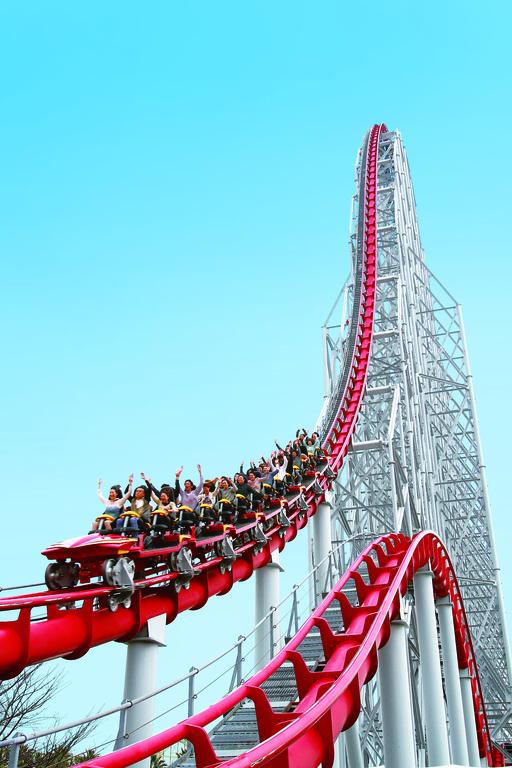■スチールドラゴン■<BR>高さ97m!落下角度68度!最大速度153km/h!2,479mのコースを駆け巡る!