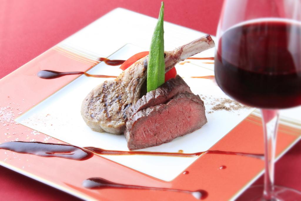 【特選】長野県産牛もも肉のローストと熟成ラム肉のグリル