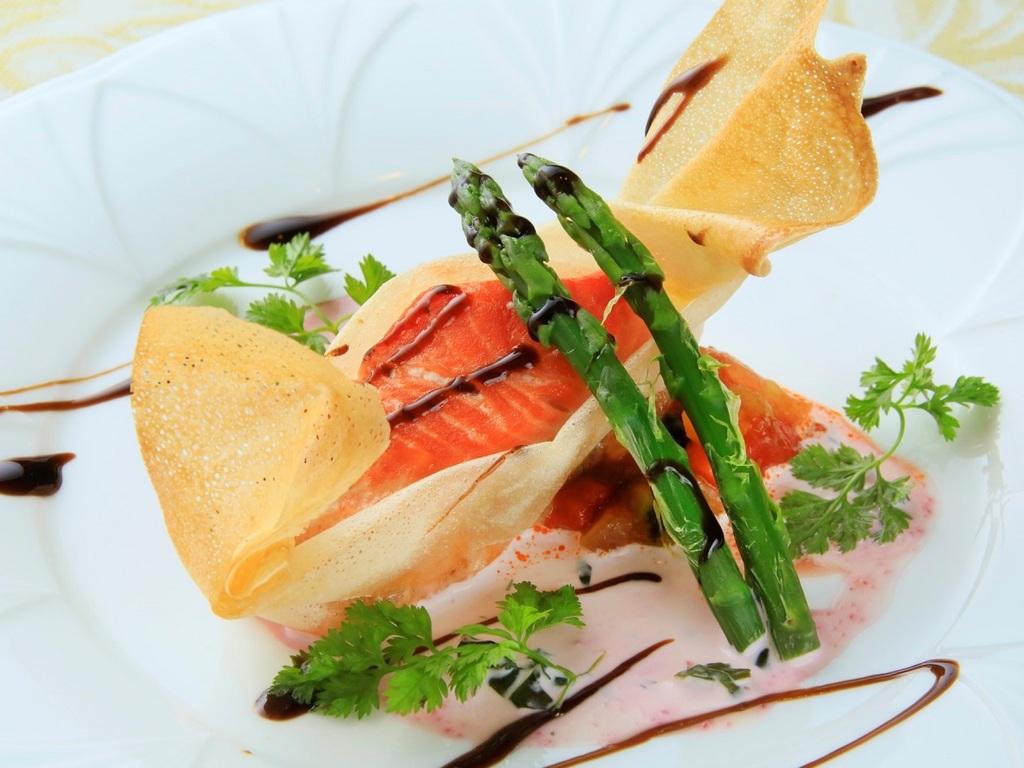 【お魚料理】市場直送旬魚のパートブリック包み焼