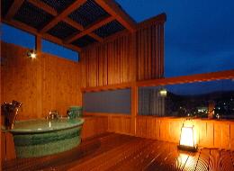 露天風呂付客室でのんびり