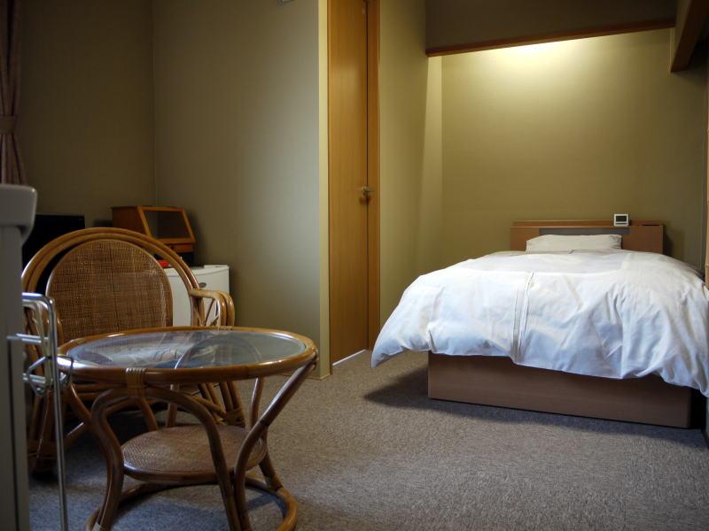 シンプルな本館シングルルーム