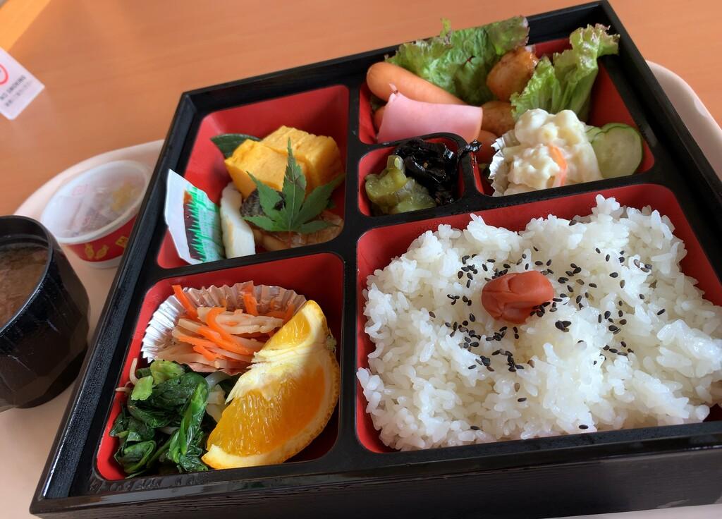 朝食(お膳形式)