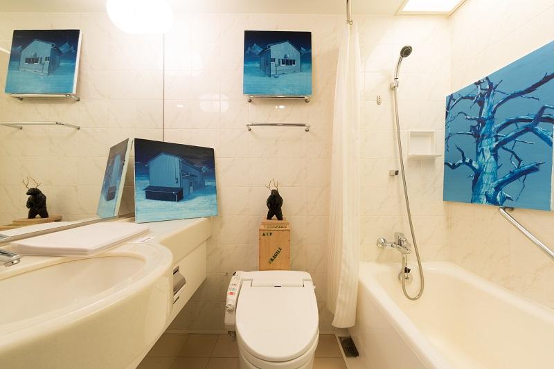 ホテル客室をギャラリーに仕立て、イチ押しの作品を展示・販売致します。