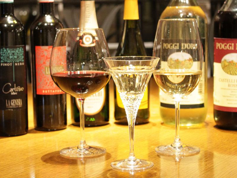 レストランドリンク担当者がディナーの際におすすめのお飲物をご案内いたします