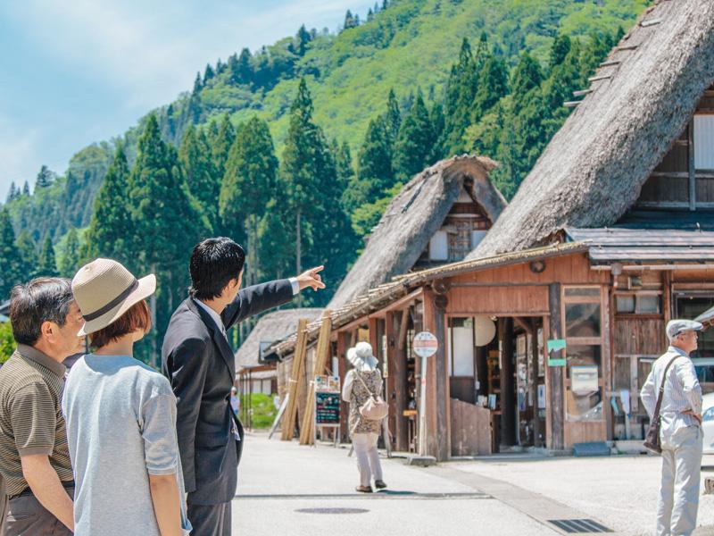 地元出身スタッフの訛り口調のガイドでご当地情報をお楽しみください/五箇山・相倉