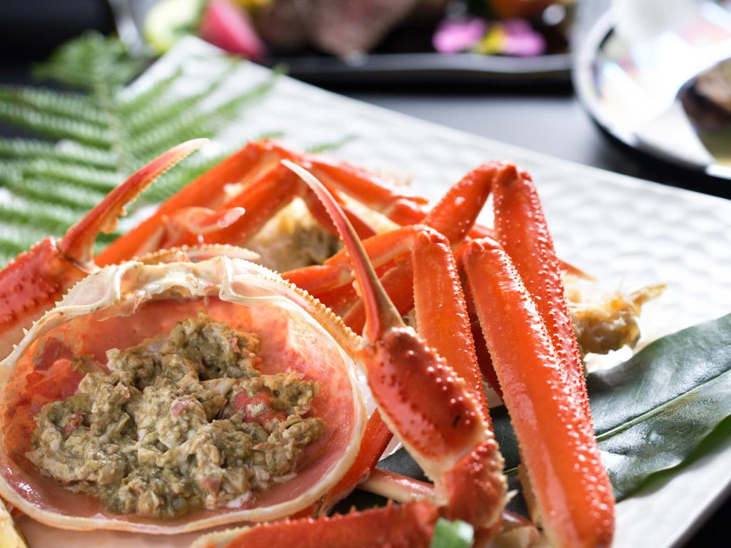 ずわい蟹 2人分盛付一例 /冬の味覚の王様「ずわい蟹」の身と蟹味噌をご堪能いただけます。