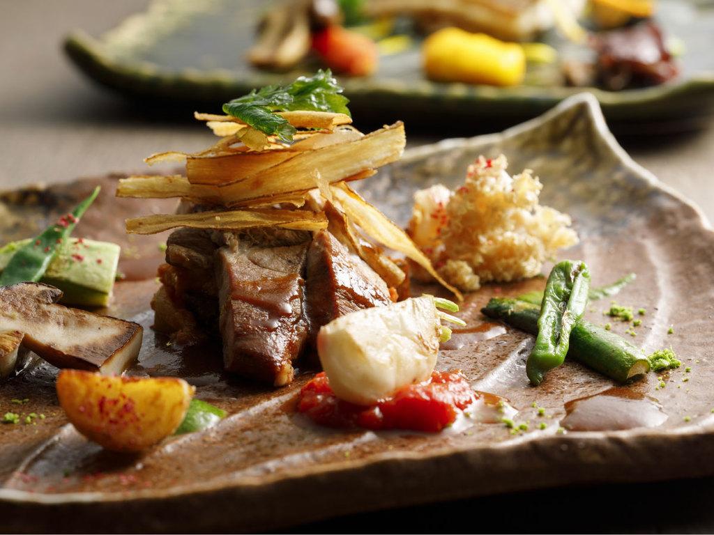 【秋・カジュアルに旬を楽しむフレンチ】魚か肉を選べます。どちらにも秋野菜たっぷり