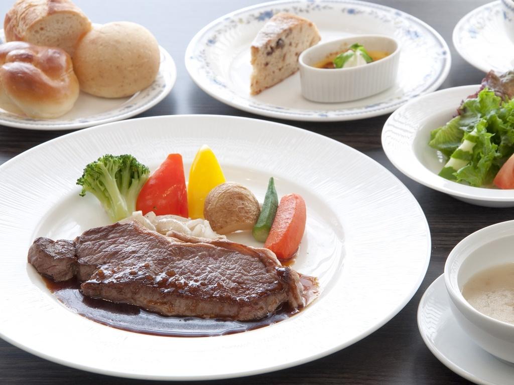 肉本来の風味を堪能!≪リブロースステーキ150gセット≫(※イメージ)