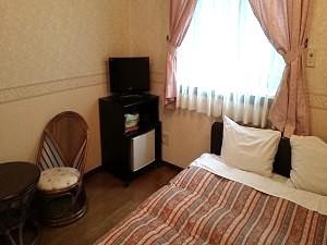 ダブルベッド室一例