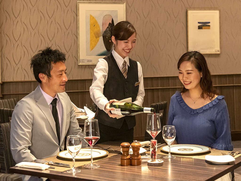 【レストラン】ル・タングラムで素敵ディナーをお楽しみください。