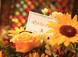 花束をプレゼント