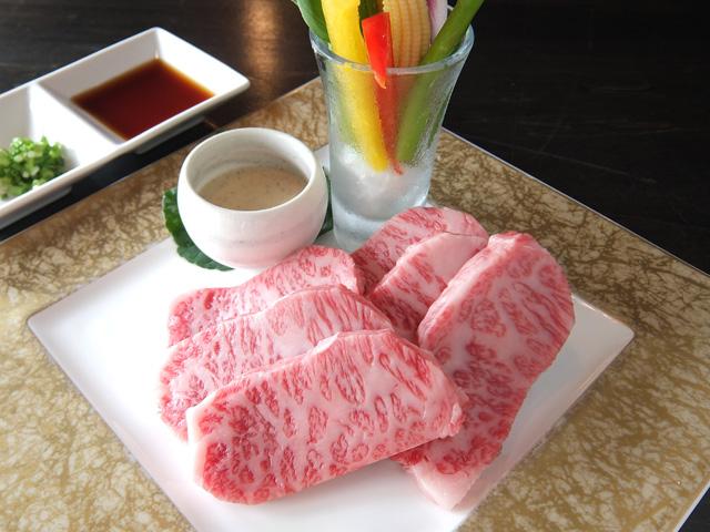 松阪牛の陶板焼き※写真は2人前です。