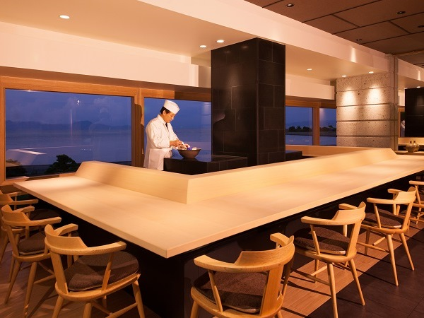 新しい「西海」には、カウンター席。その中で料理長が腕をふるうことだってあるかも!?