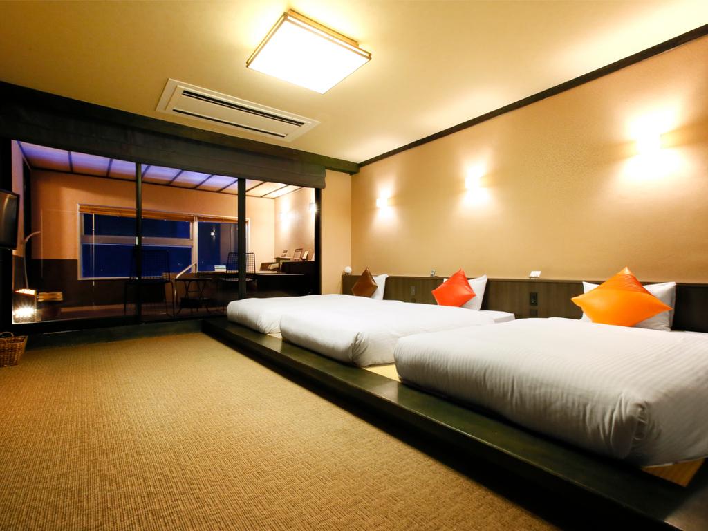 海を望む半露天風呂付き和洋室はトリプルベッド+和室のゆったり空間♪