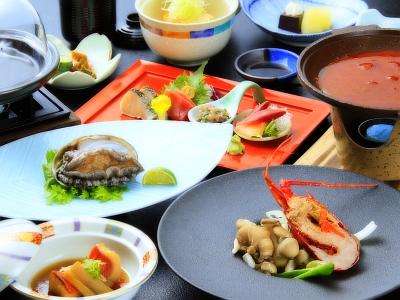 【お食事】ボリュームは抑えめで、伊豆三大味覚を満喫するプランです。