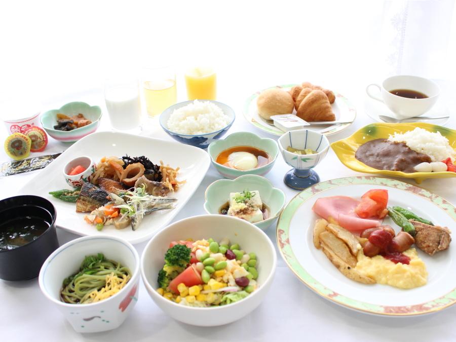 和洋食様々ご準備しています。朝からたくさん食べてくださいね!