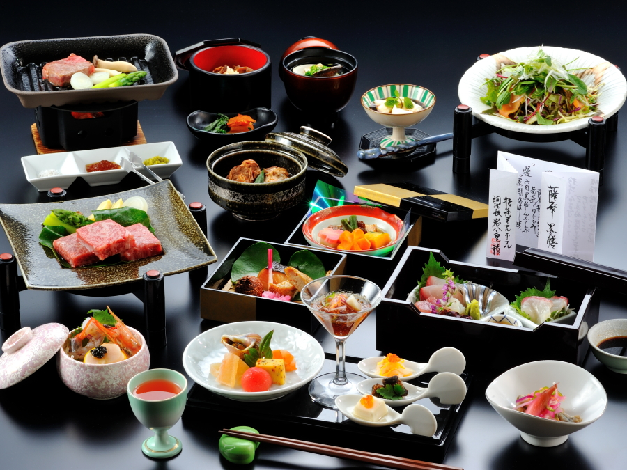 会席黒珠玉【選】黒牛ステーキ。鹿児島の黒の食材をふんだんに詰め込んだ御膳です。