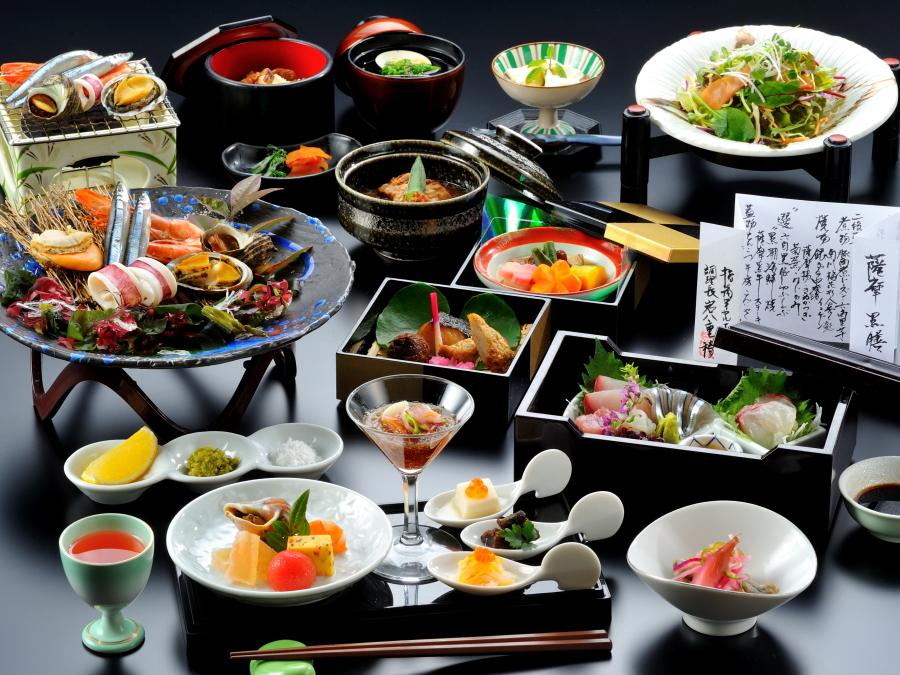 会席黒珠玉【選】黒潮海鮮炭火焼き。鹿児島の黒の食材をふんだんに詰め込んだ御膳です。