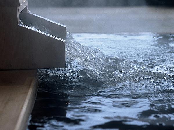 はるか太古の地層をくぐり抜けて湧き出す植物性モール温泉は保湿成分がたっぷり
