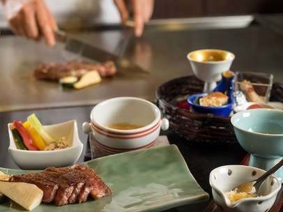 2日目の夕食は北海道・十勝の厳選素材を楽しむ鉄板焼きで