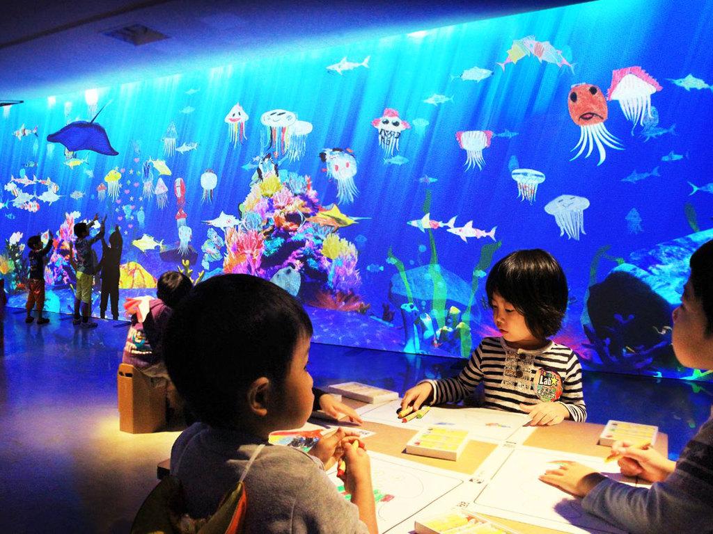 お絵描き水族館(チームラボ)
