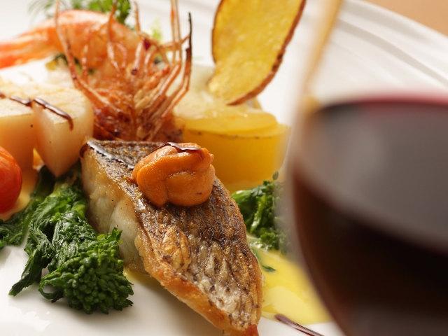 旬の食材を駆使した季節感あふれるお料理をお楽しみ下さい。
