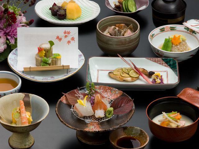 毎月替わる北海道産・十勝産の季節の食材を使った和食会席をお楽しみ下さい。