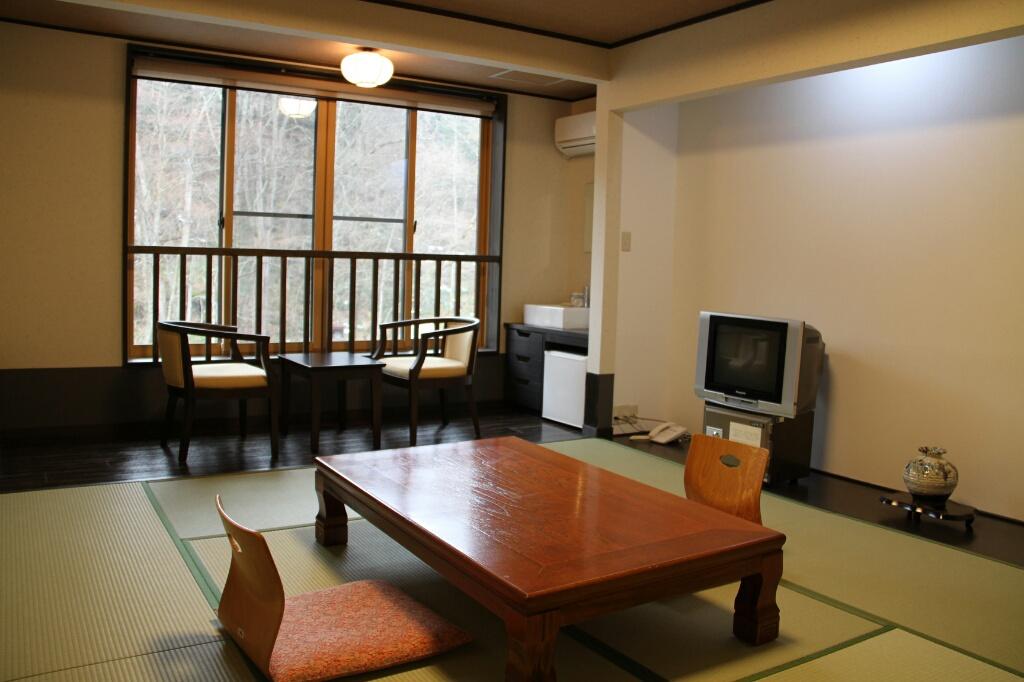 和風モダンを基調としたシックな雰囲気にリニューアルされた別館和室(洗浄トイレ付き)
