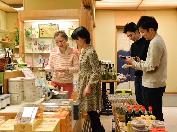 ●お土産処 お土産処では地元名栗をはじめ、秩父、埼玉の美味しいもの、楽しいもの、珍しいものをご用意しております。