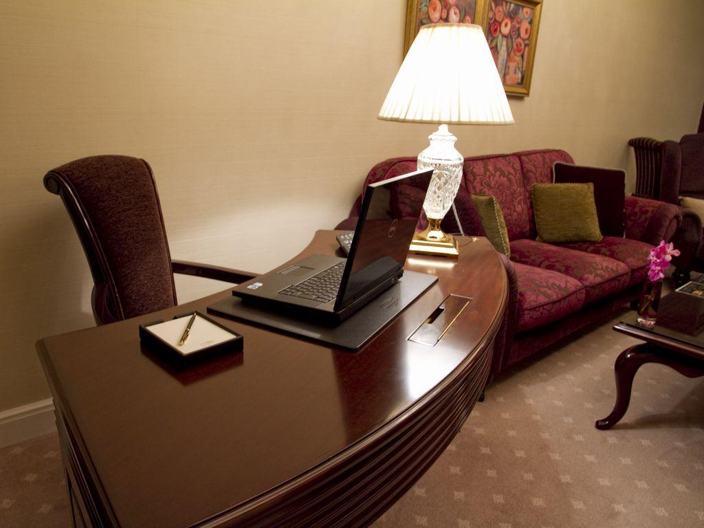 ホテルのお部屋があなただけのプライベートオフィスに