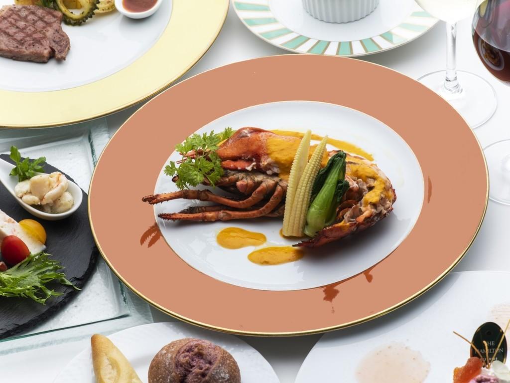 人気のオマール海老と和牛をメインにしたトレ・コローネコース。
