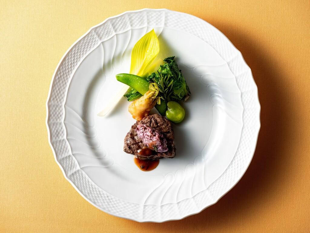 メインは、全国的にも高い評価を受ける佐賀牛フィレのグリル 旬野菜ソース